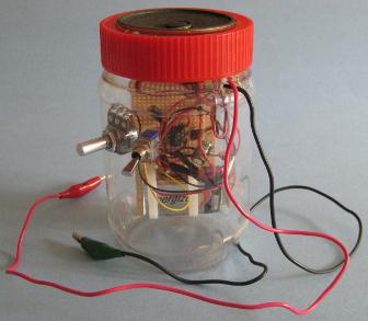 diy_crystal_radio_amplifier_in_unpainted_jar